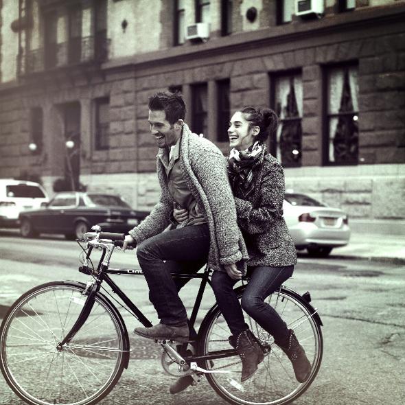 amor-bicycle-bike-bike-ride-boots-Favim.com-403891