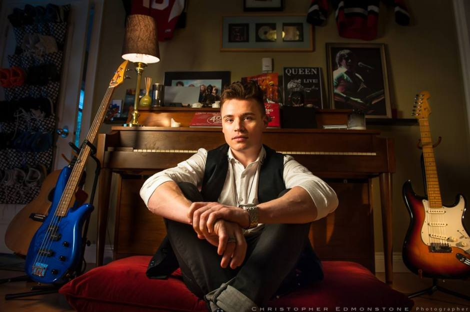 So happy to have this dude as today's #artistathome . He has had three simultaneous hits on the Canadian Hot 100, is an actor that guest starred on the TV show 'Bones', and is a certified Guinness Book of World Records Holder! This is Shawn Hook.