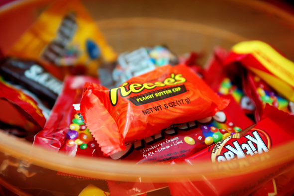 halloween-candy-in-bowl-590